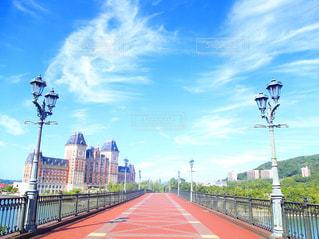 道路の上の橋の写真・画像素材[1335620]