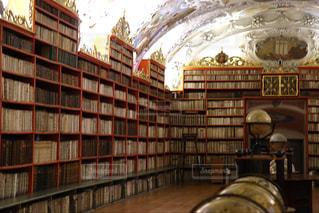美しい図書館の写真・画像素材[1581913]