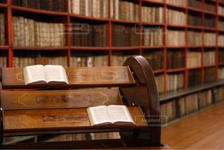 美しい図書館の写真・画像素材[1581918]