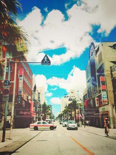 街を覗く蒼の写真・画像素材[1095357]