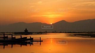 ミャンマー インレー湖の夕焼けの写真・画像素材[968660]