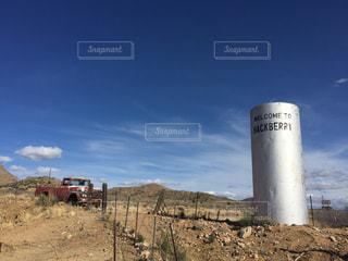 アメリカルート66ハックベリーの青空の写真・画像素材[1095877]