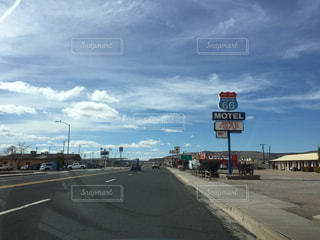 アメリカルート66の青空の写真・画像素材[1095919]