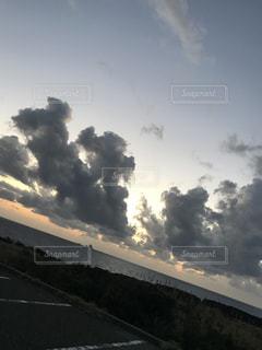 空には雲のグループの写真・画像素材[1105843]