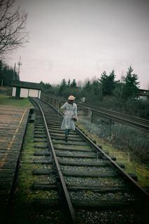 後ろ姿,線路,カナダ,女子旅,海外旅行