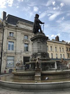 フランスのシャルルビルメジエールにある噴水広場の写真・画像素材[1013790]