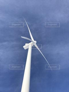 完成したばかりの風車の写真・画像素材[992971]