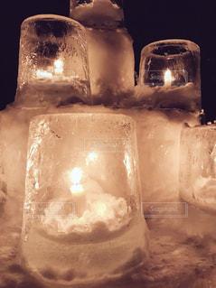 氷のキャンドルタワーの写真・画像素材[998577]