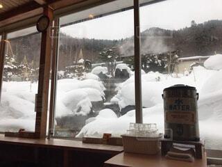 温泉の飲食店から見る庭園の写真・画像素材[4200452]