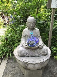紫陽花を持つお地蔵様の写真・画像素材[1216552]