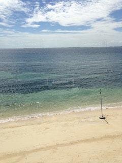海の横にある砂浜のビーチの写真・画像素材[1217004]