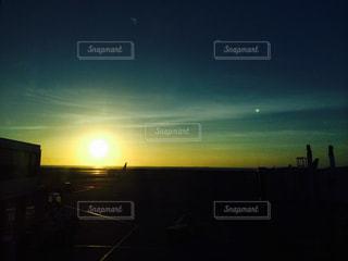 旅の終わりの夕焼けの写真・画像素材[969582]