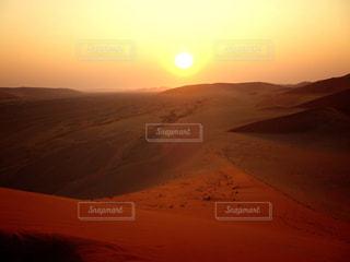 ナミブ砂漠の夕陽の写真・画像素材[969824]