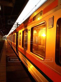 電車の駅で地下鉄の電車の写真・画像素材[970824]