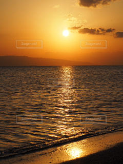 夕日に染まる海の写真・画像素材[1274783]
