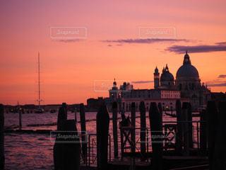 夕焼け色に染まる町の写真・画像素材[1280362]