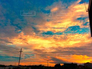 夕焼け空に浮かぶ雲の写真・画像素材[1268631]