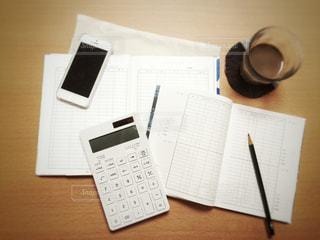 家計簿の勉強中の写真・画像素材[1295075]