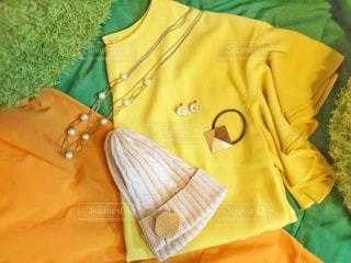 ファッション,花,春,緑,帽子,黄色,鮮やか,スカート,ネックレス,ニット帽,イヤリング,コーディネート,色,黄,ヘアアクセサリー,ニット,おでかけ,ブラウス,お出かけ,置き画,yellow,ヘアゴム,おしゃれ,フォトジェニック,ヘアアクセ,色・表現,感覚・感情,俯瞰写真,イエローコーデ