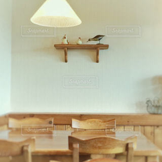 カフェ,インテリア,リビング,木,茶色,部屋,室内,椅子,テーブル,ナチュラル,ベージュ,木目,カントリー,イス,ナチュラルカラー,ミルクティー色