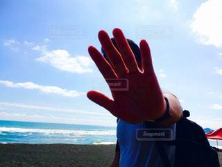 凧を持つ手 - No.974019