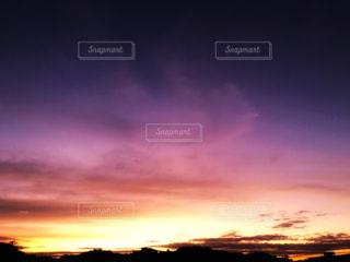 朝日に染まる空の写真・画像素材[2419321]