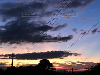 日暮れの空の写真・画像素材[2420704]