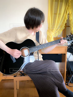 アコースティックギターの写真・画像素材[3199458]
