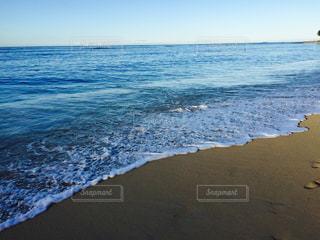 海の横にある砂浜のビーチの写真・画像素材[1001323]