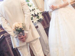教会でプロポーズの写真・画像素材[2046738]