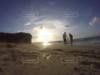 海辺をお散歩の写真・画像素材[2290596]