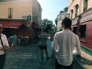 男性,20代,散歩,男,小道,背中,旅行,フランス,パリ,通り,休暇,モンマルトル,パートナー