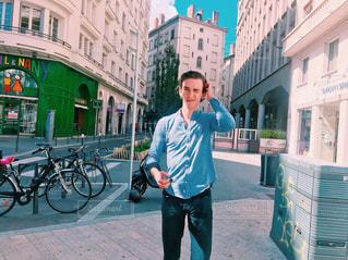 男性,20代,散歩,男,旅行,フランス,シャツ,休日,海外旅行,通り,外国人,休暇,リヨン,パートナー