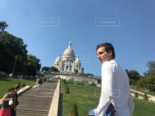 男性,20代,散歩,男,旅行,フランス,パリ,シャツ,休日,快晴,海外旅行,外国人,休暇,モンマルトル,パートナー,パリジェンヌ