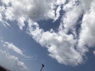 青い空に雲の写真・画像素材[1101834]