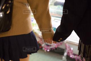 手を繋いでるJKの写真・画像素材[1017393]