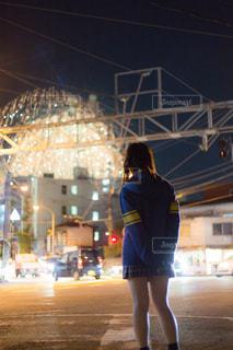 花火を見ているJKの後ろ姿の写真・画像素材[1019824]