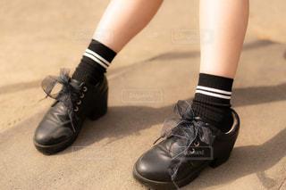 革靴を履いた女の子のあしもとの写真・画像素材[1840116]
