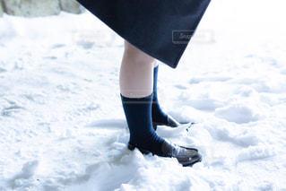 雪国の女子高生の足もとの写真・画像素材[1841581]