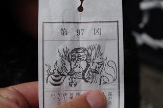 カードを持っている手の写真・画像素材[992789]