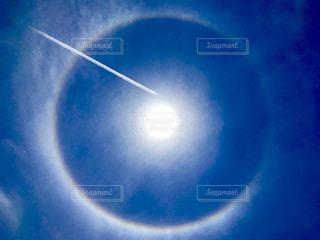 虹と飛行機雲の写真・画像素材[1204073]