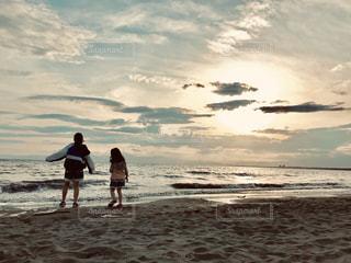 夕方の海の写真・画像素材[2132813]