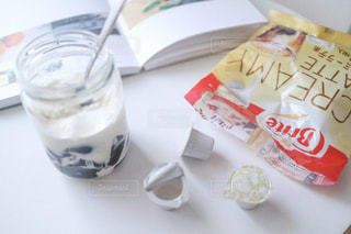 テーブルの上のコーヒー カップの写真・画像素材[1269330]