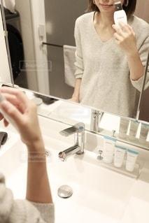 洗面所,手元,スキンケア,洗面台,毛穴,プロアクティブ,ニキビケア,プロアクティブアンバサダー