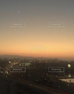 夕暮れ時の都市の景色の写真・画像素材[979681]