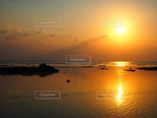 海,夕焼け,海辺,オレンジ,のんびり