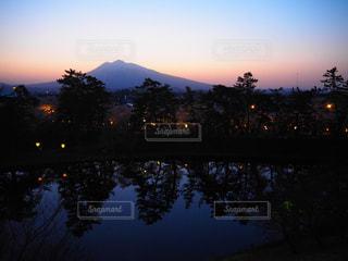 自然,夜景,夕焼け,水辺,山,景色,反射,休日,グラデーション,岩木山