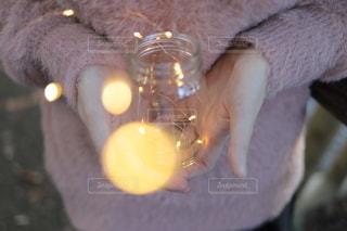 手の中の光の写真・画像素材[2785466]