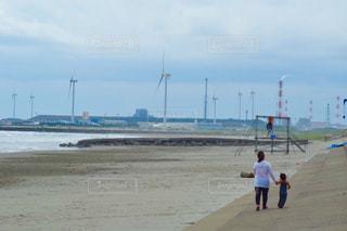 風車のある海の写真・画像素材[990802]