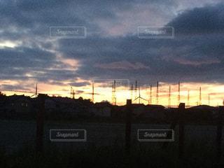 夕焼けと風車。の写真・画像素材[983532]